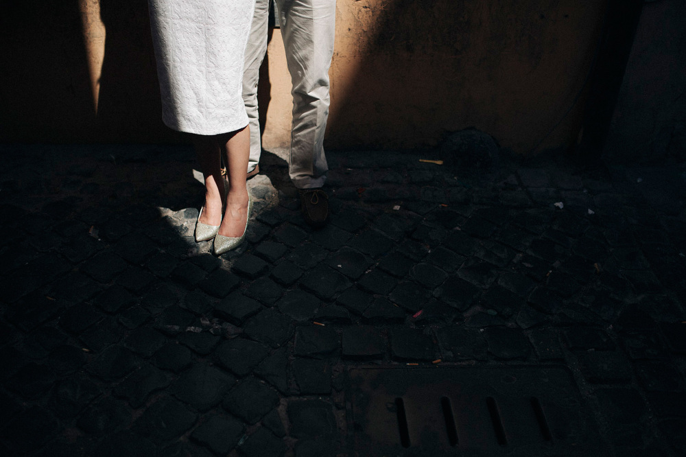 legs shoes italy south engagement destination photo love session