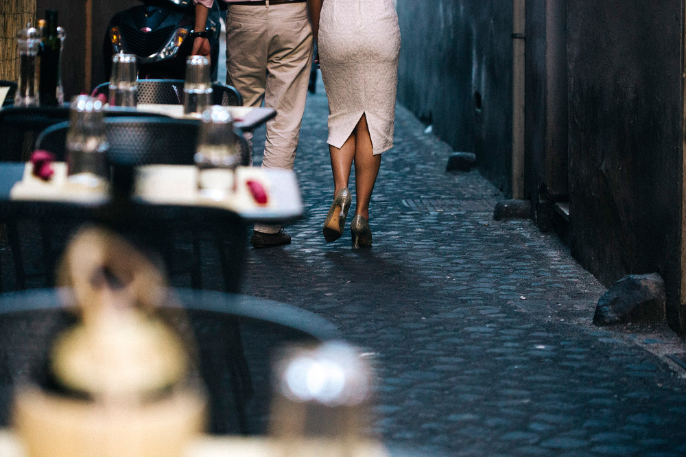 street walking south italy photo shoot piazza spagna engagement