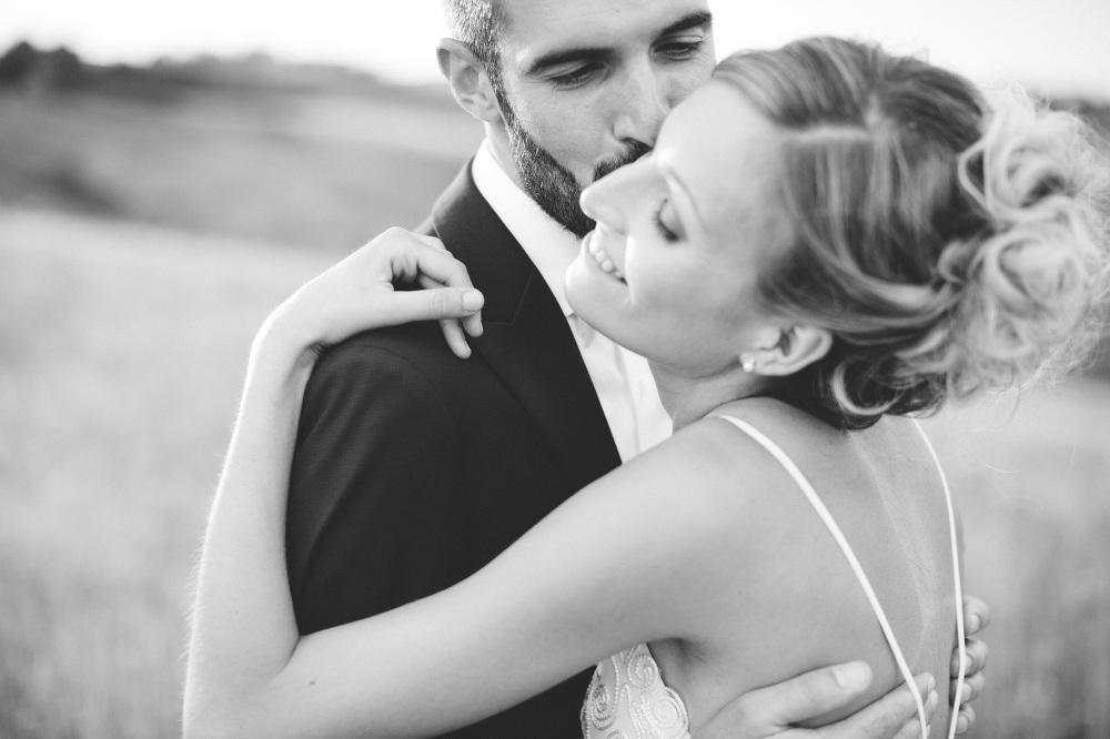 black white vsco photography wedding tuscany countryside couple