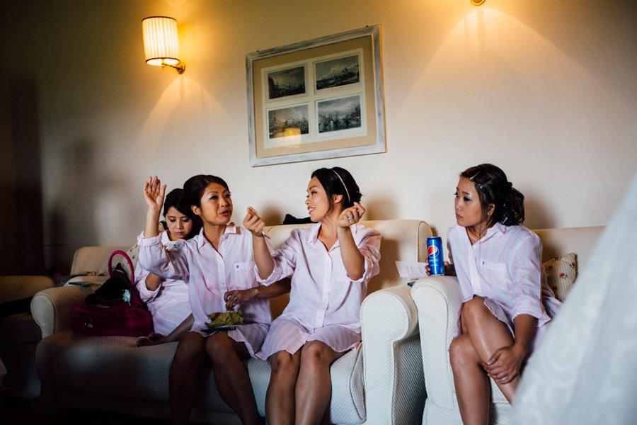 getting ready bridesmates make up