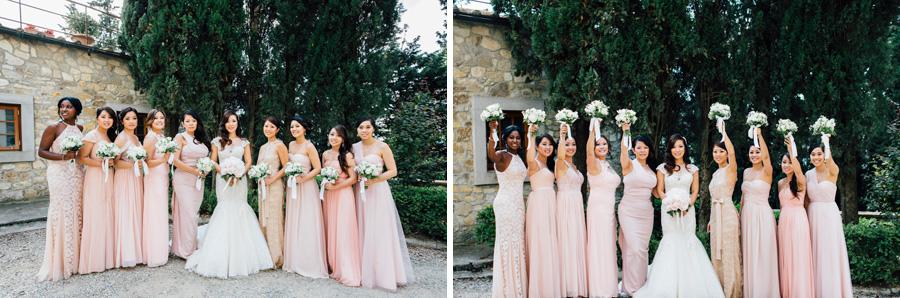 group picture bride bridesmates bouquet flowers dresses tuscany