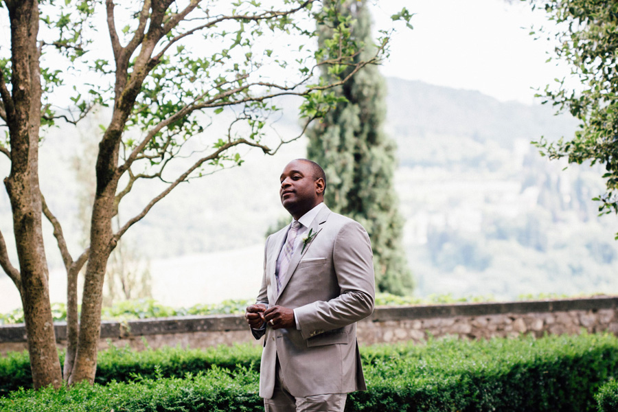 groom first look tuscany destination vicchiomaggio