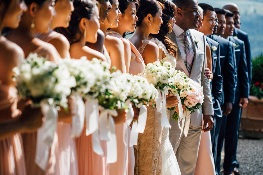 group picture wedding destination tuscany groom bride witnesses
