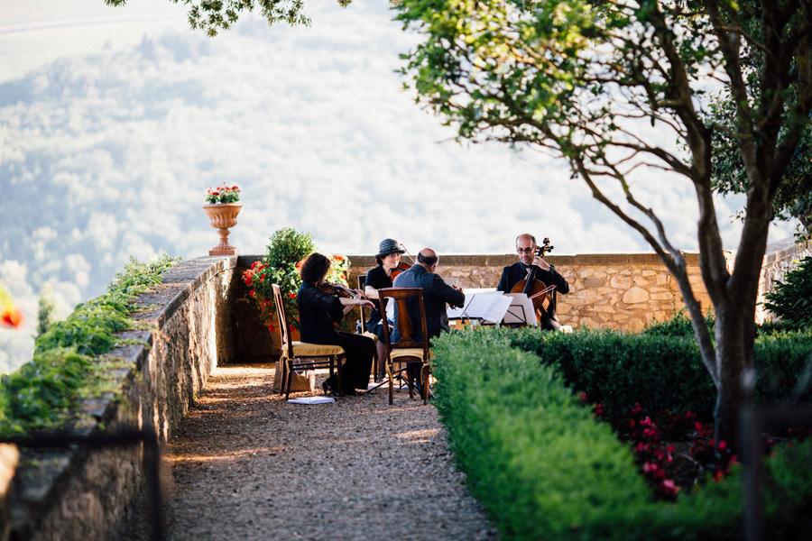 orchestra music wedding destination castle vicchiomaggio garden