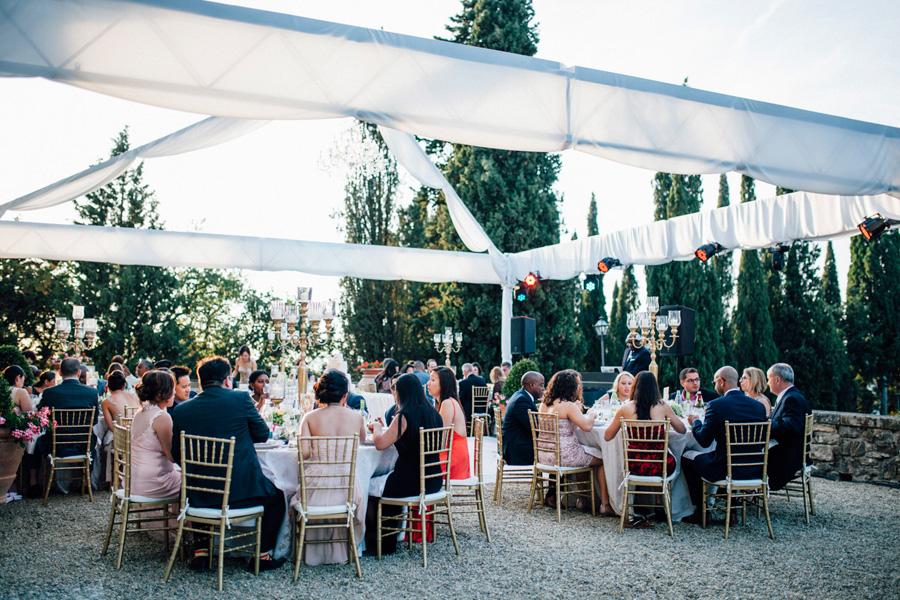 dinner vicchiomaggio wedding destination photo tables tuscany