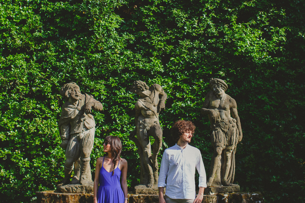couple portrait statue boboli gardens photo photosantucci stefan