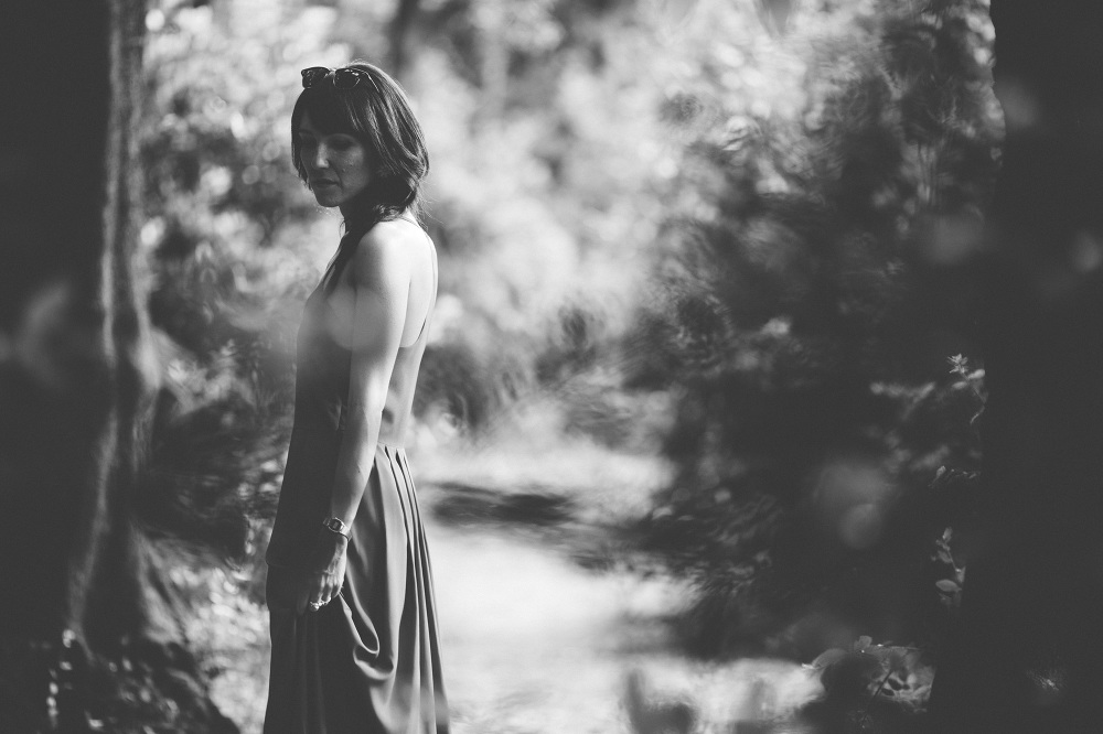 portrait black white bw girl nature dress photo photosantucci st