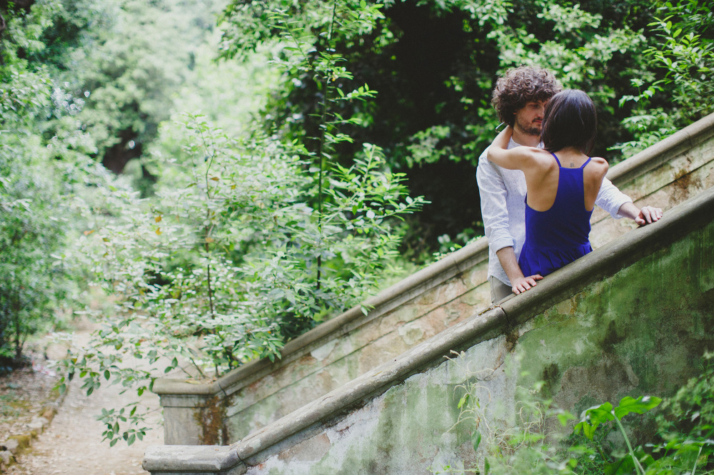couple love session engagement stairs gardens photo photosantucc