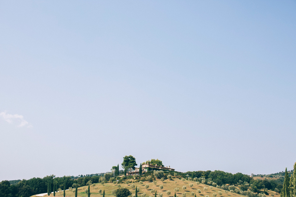 tuscany landscape resort venue wedding photo hill sky