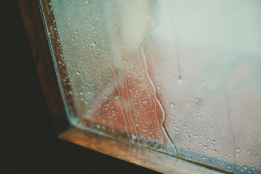 destination wedding photographer tuscany villa summer rain drop
