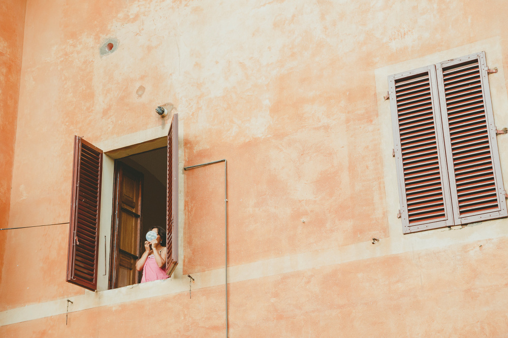 destination wedding photographer tuscany villa summer window hou