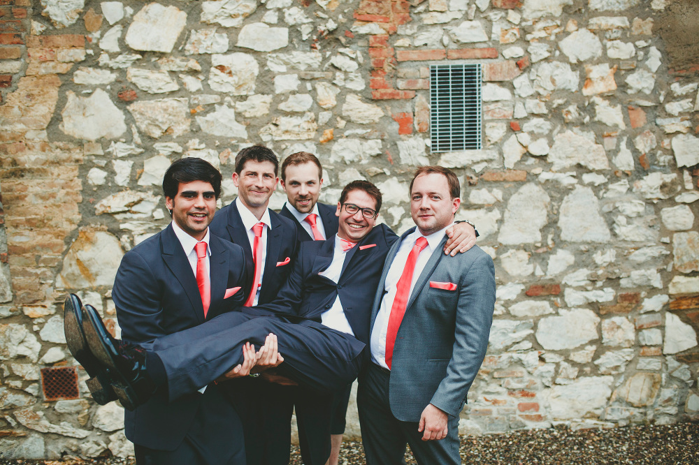destination wedding photographer tuscany villa italy groom groom