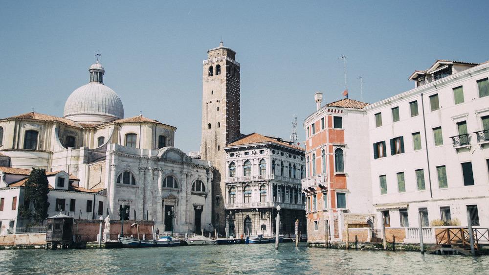 Engagement in Venice destination wedding photographer italy europe