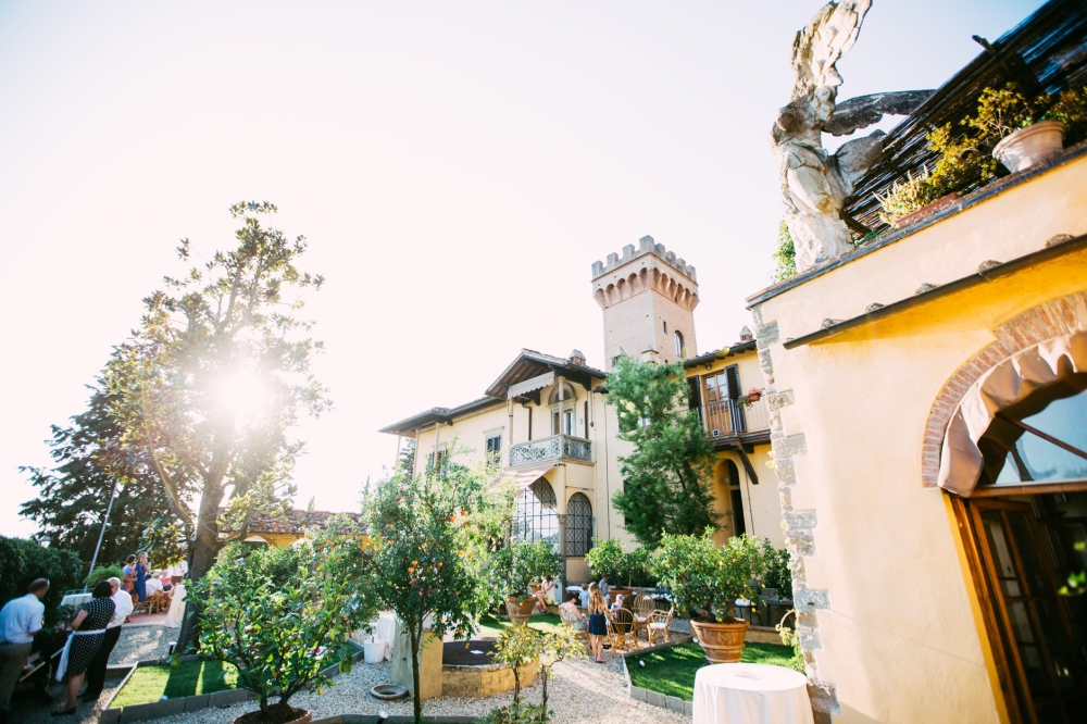 castle tuscany italy wedding vanue destination summer wedding