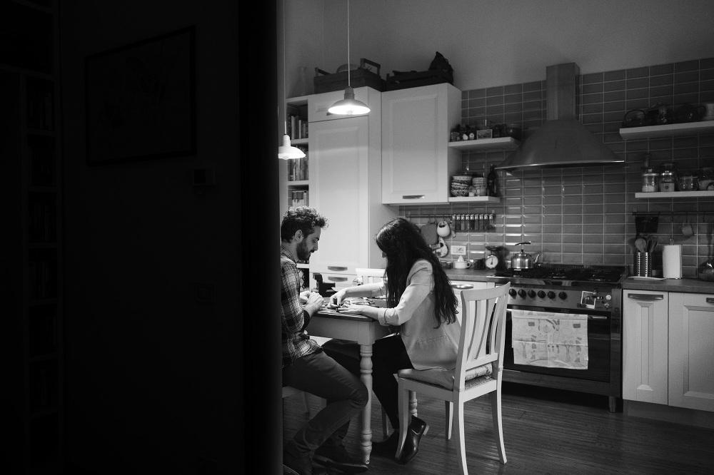 bedroom photo couple love photoshoot florence italian love roman