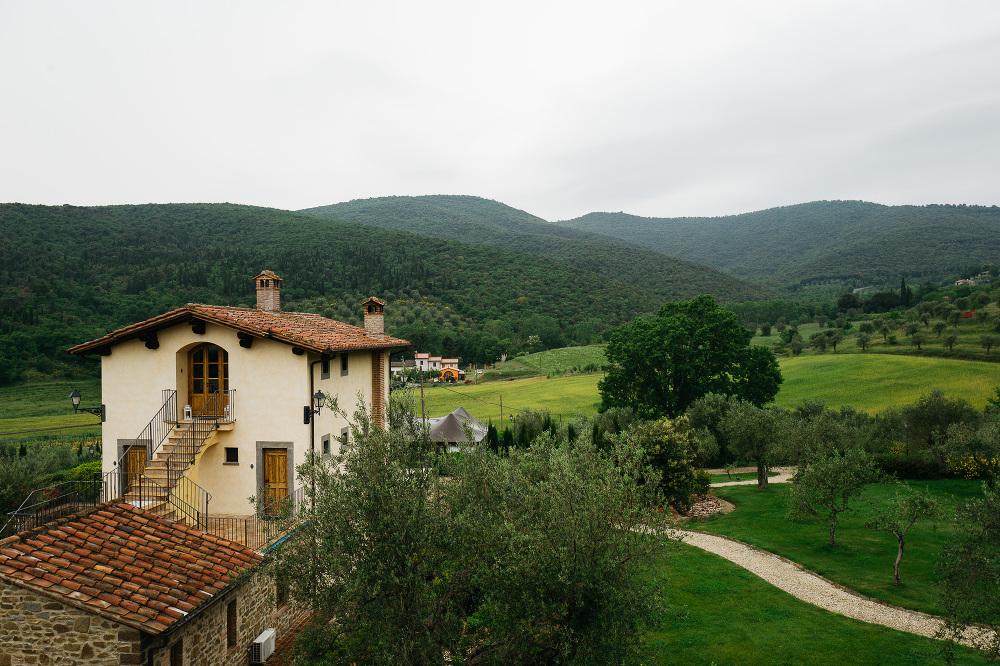 villa baroncino cortona umbria wedding photographer suit groom b