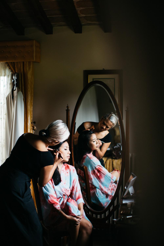 bride getting ready photo photographer wedding cortona mila vict