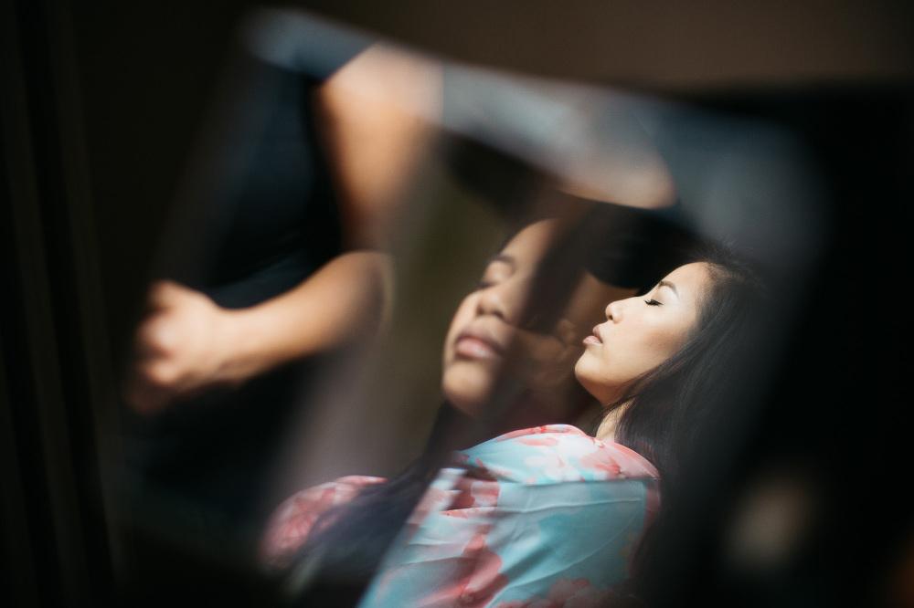 bride reflection make u gettign ready photo photographer wedding