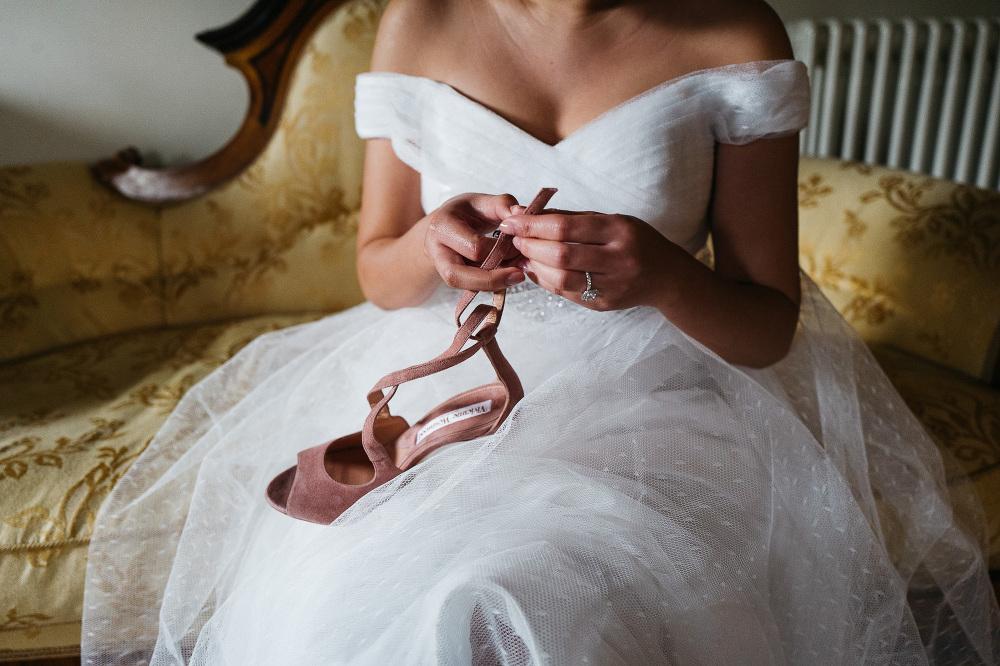 photo photographer wedding cortona italy bride getting ready dre