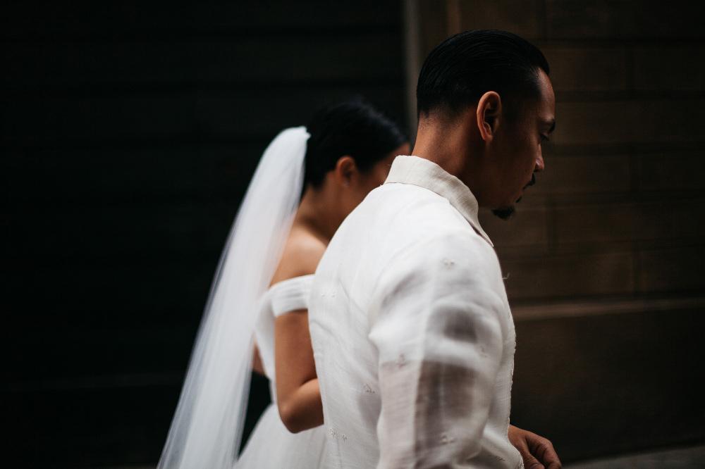 bride groom walking photo photographer wedding cortona italy umb