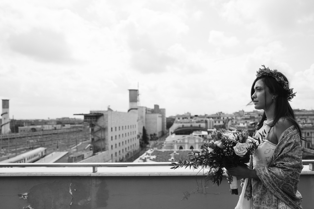 wedding photographer rome getting ready bride dress portrait ita
