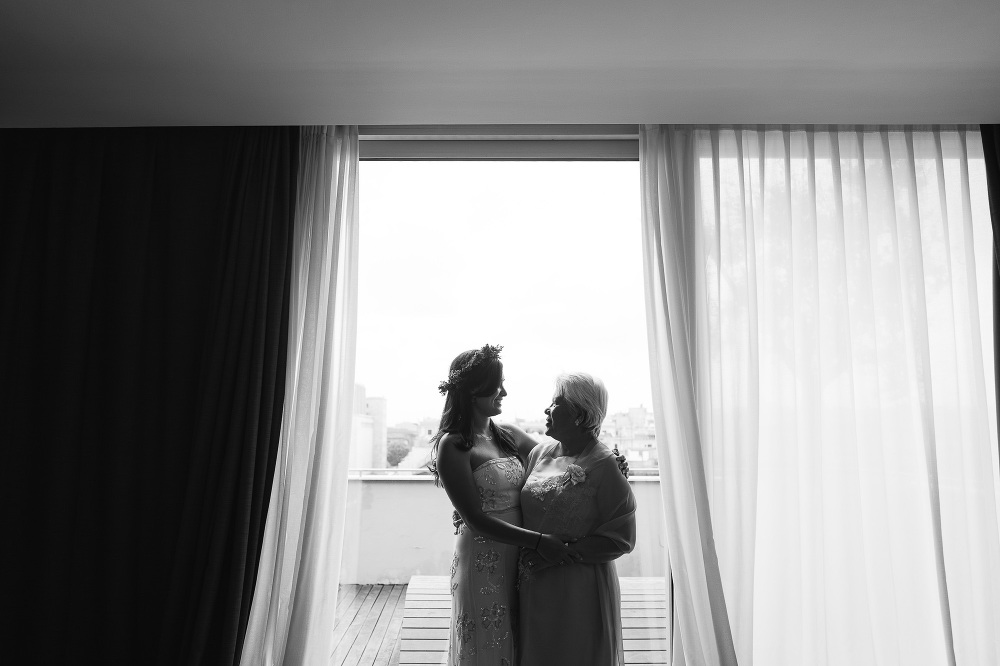 bride mum mother photo wedding kiss intimate moment hug picture