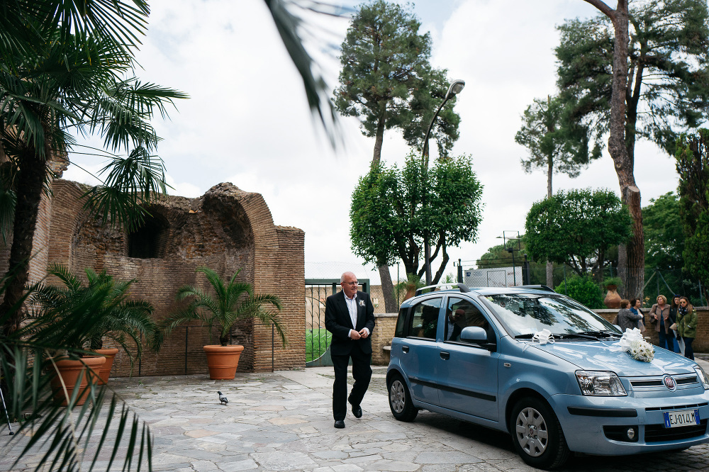 bride car church arriving father santa costanza