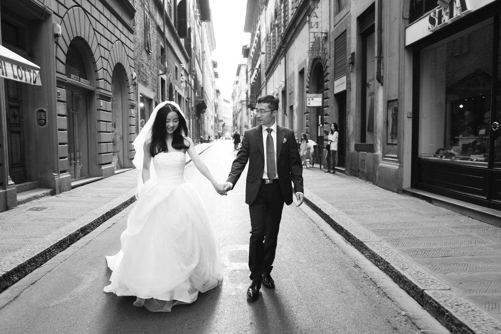honeymoon photography in Florence honeymoon photography photographer florence photo couple shoot t