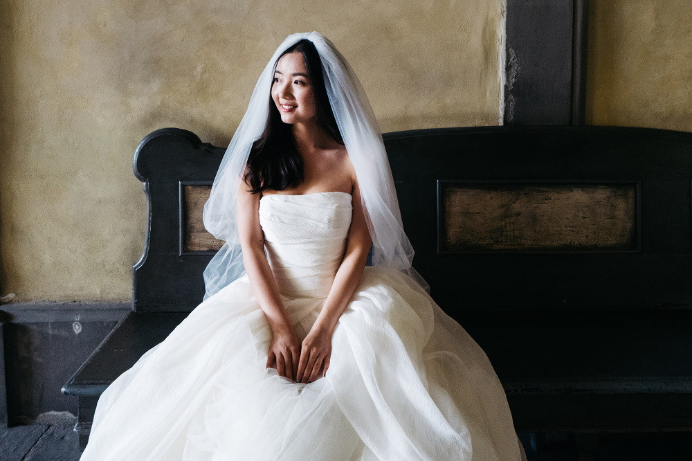 asian bride portrait bench smile love florence firenze tuscany p