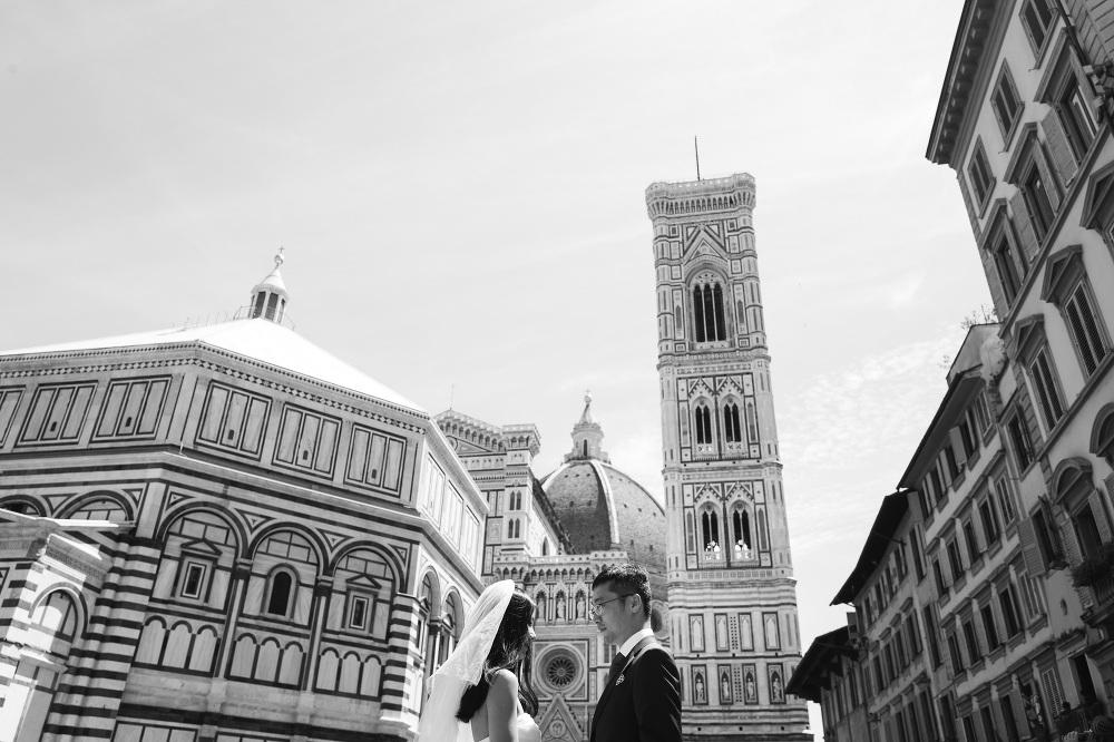 bride groom street florence tuscany photo photographer photograp