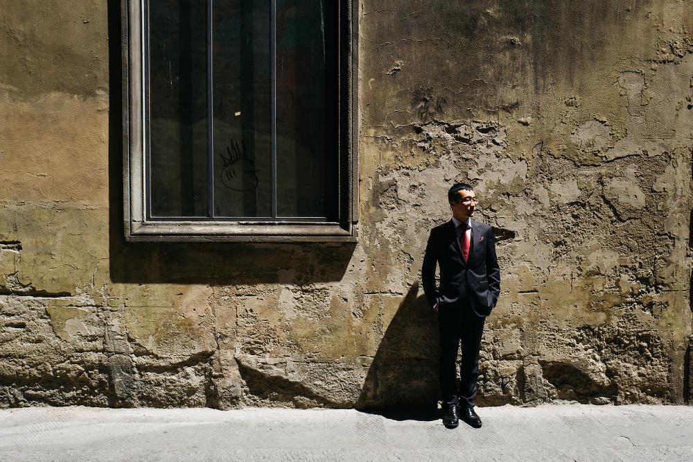 groom asian portrait street photo photographer florence tuscany