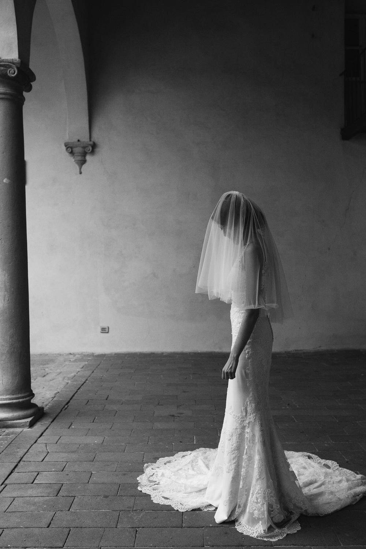 wedding photographer fiesole tuscany photo bride portrait veil s