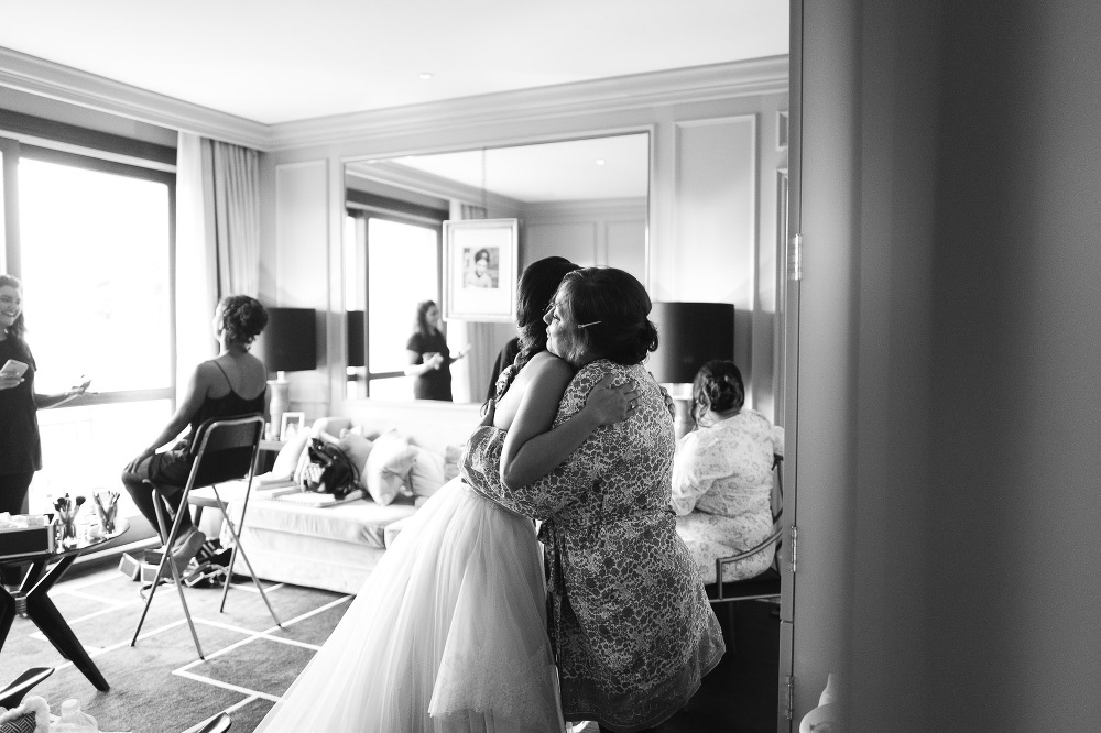 leicaq leica q tuscany wedding photo destination bride hug bw