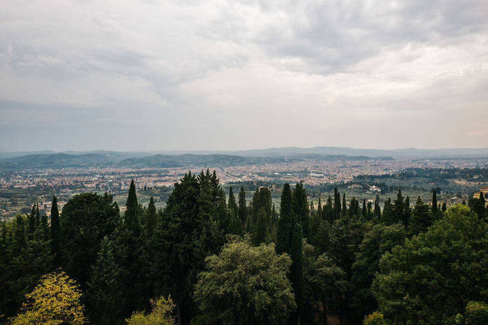 leicaq leica q tuscany wedding photo destination vincigliata cas