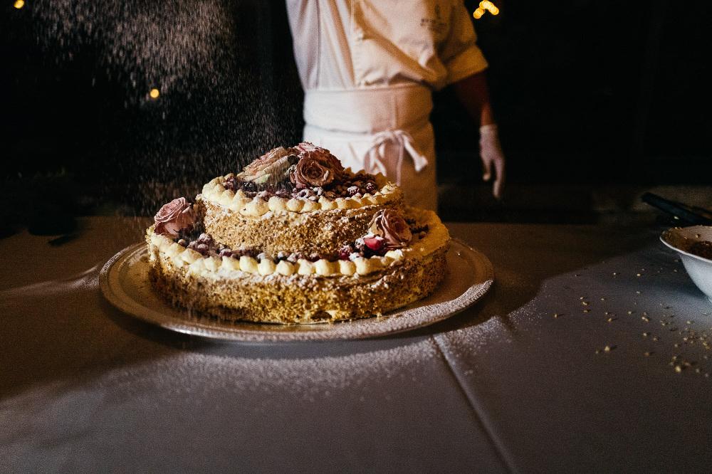 leicaq leica q tuscany wedding photo destination wedding cake